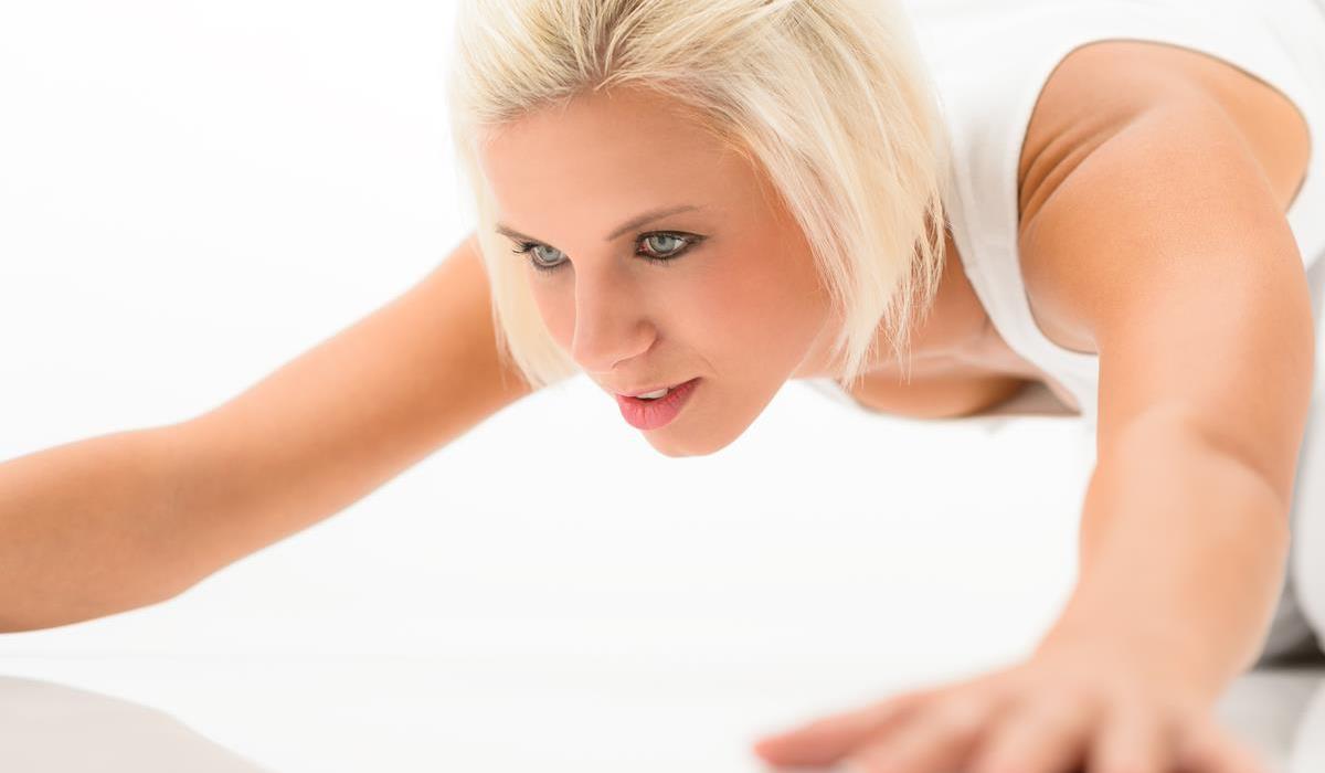 damskie pompki - ćwiczenie na biust